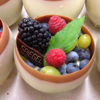 Obstschüsserl aus Schokolade